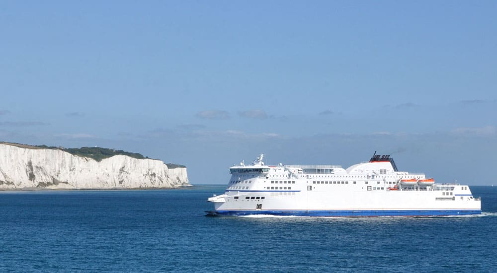 Promy Anglia Francja - Ferry arriving at Dover from France